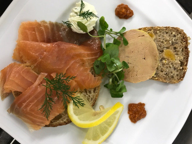 Foie gras, saumon fumée maison