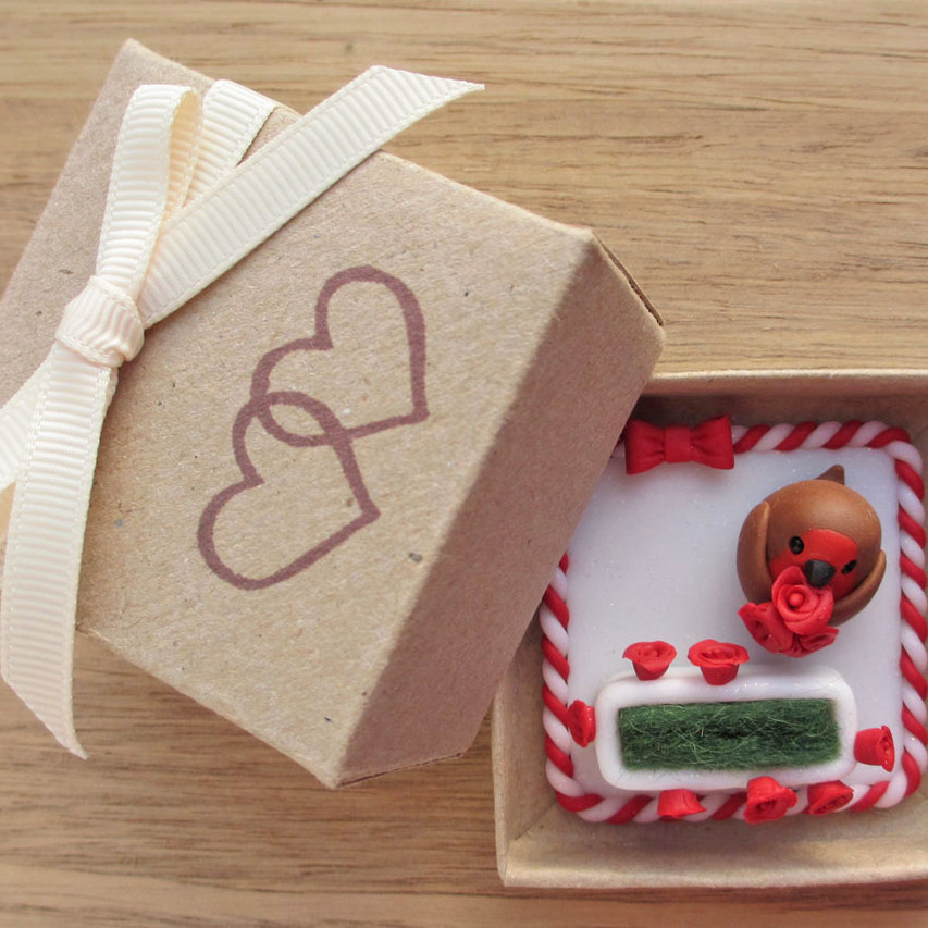 Robin keepsake engagement ring box with red roses