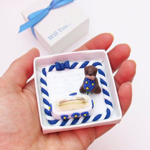 Otter engagement ring box
