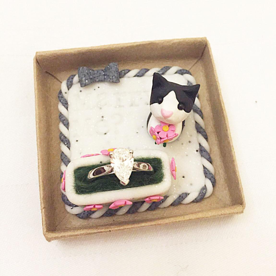 Cat keepsake proposal ring holder