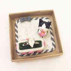 Cat engagement ring holder