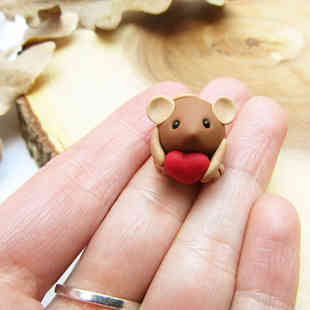 Mouse miniature with heart