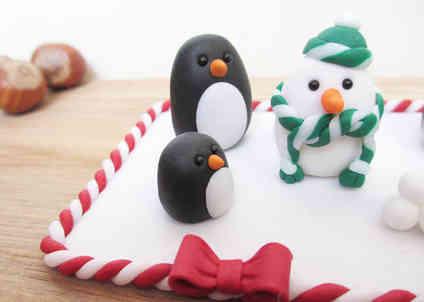 Penguin cake decoration