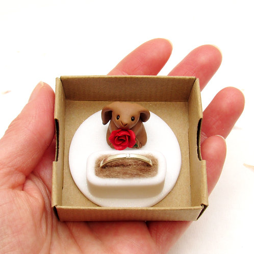Engagement ring box with hare keepsake ring holder