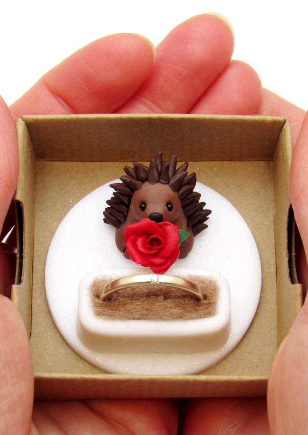Hedgehog engagement ring box