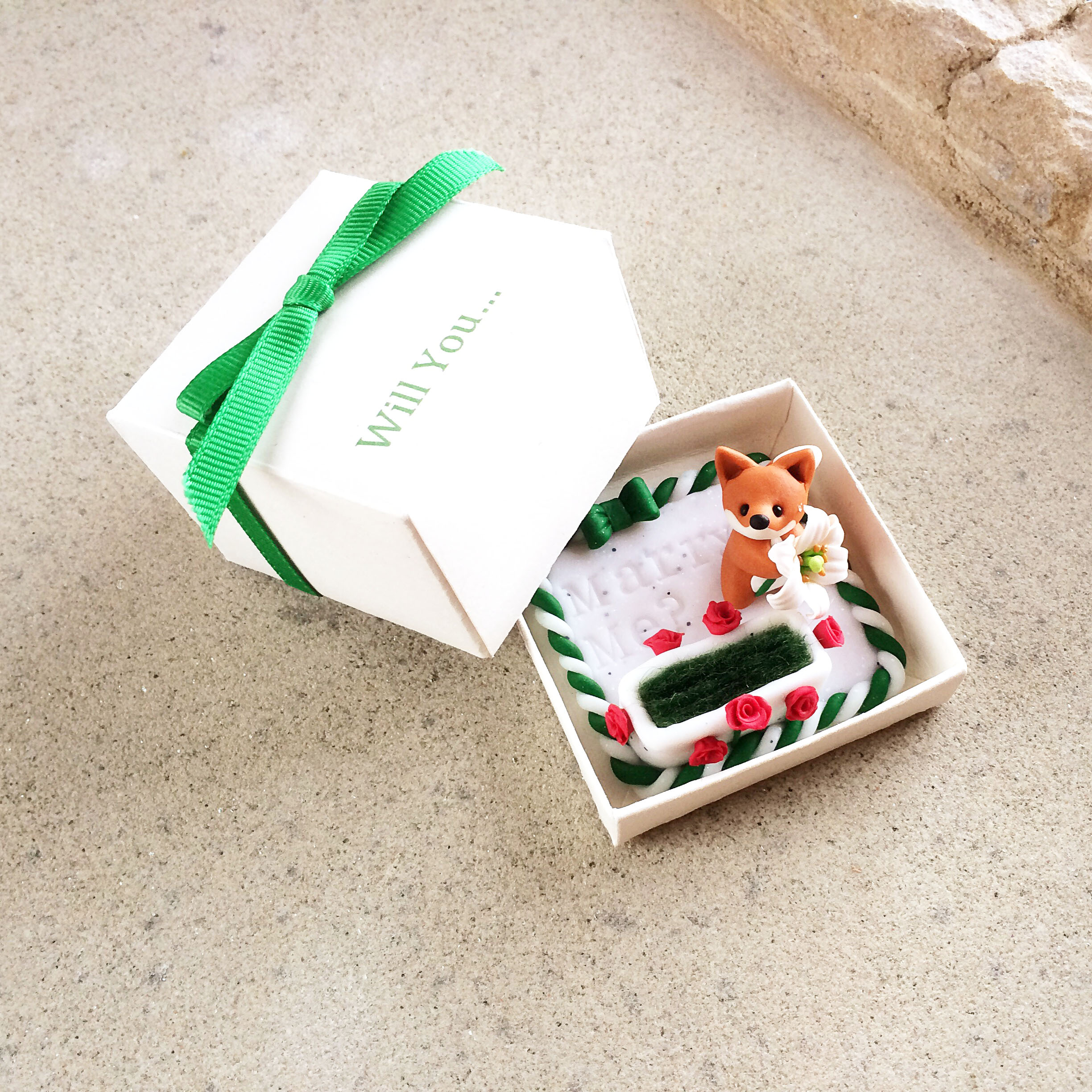 Fox 'will you marry me?' ring box