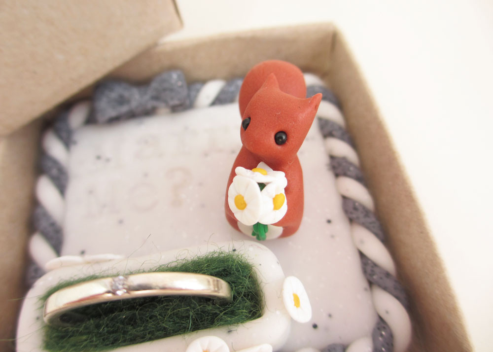 Red squirrel engagement ring box