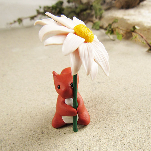 Red squirrel ornament with oxeye daisy