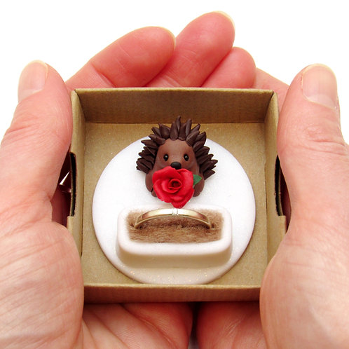 Hedgehog engagement ring box