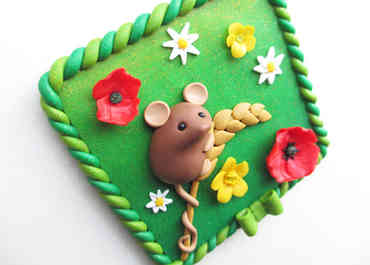 Mouse and wilfdlowers wall plaque