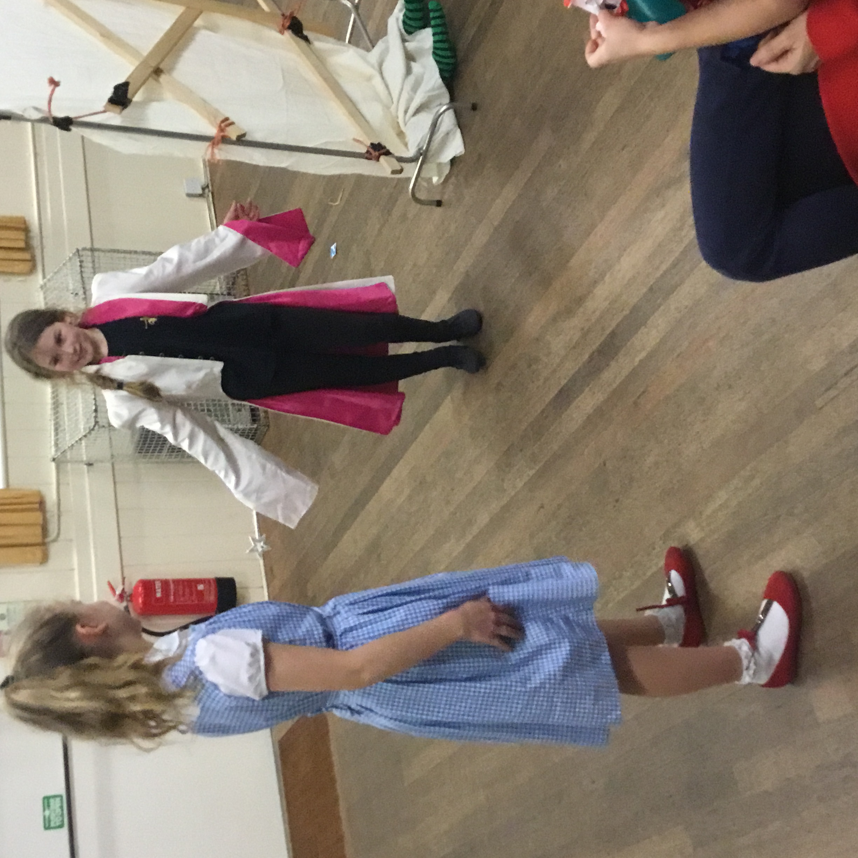 Group 2 Xmas '16 Dorothy & Glinda