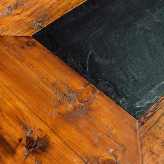 Fichten-Altholz-Tisch mit Schieferstein