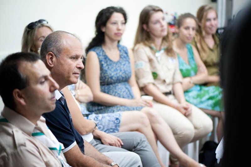 עופר קרז'נר בישיבה עם גרעין צבר-חבר המדינות