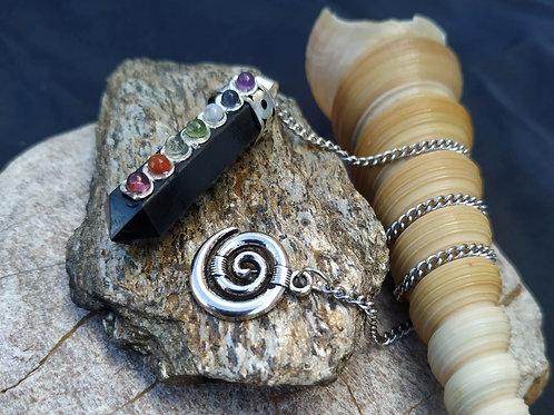 Péndulo de shungita con chakras y adornos plata