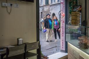 Tourists listening to Saverio