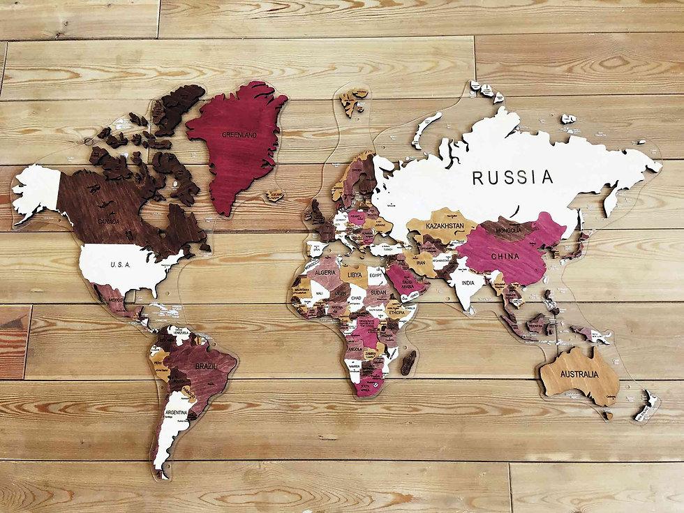 Многоуровневая деревянная карта мира в проекции Меркатора
