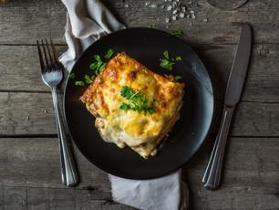 Lasanha rápida de salmão fumado, espinafres e queijo creme