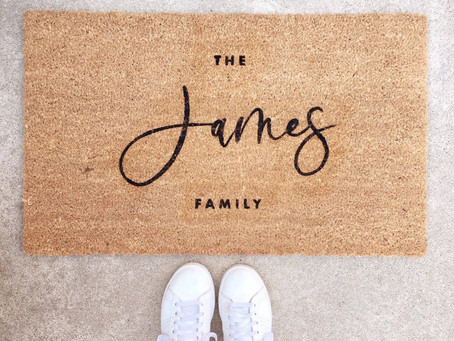 10+ Unique Personalized Wedding Gifts that Will Have the Other Wedding Guests Green with Envy