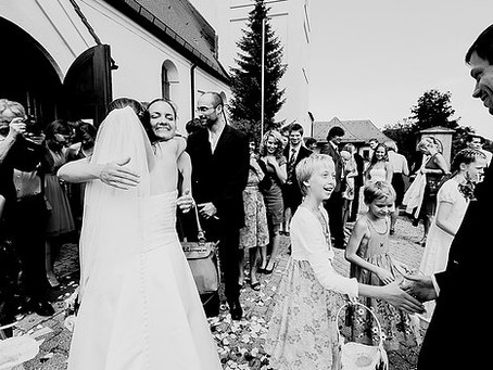 How to Save $1650 on a Wedding Photographer & How to Choose One