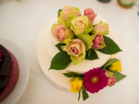 How to decorate your own wedding cake with fresh flowers and ensure that it is edible and food safe