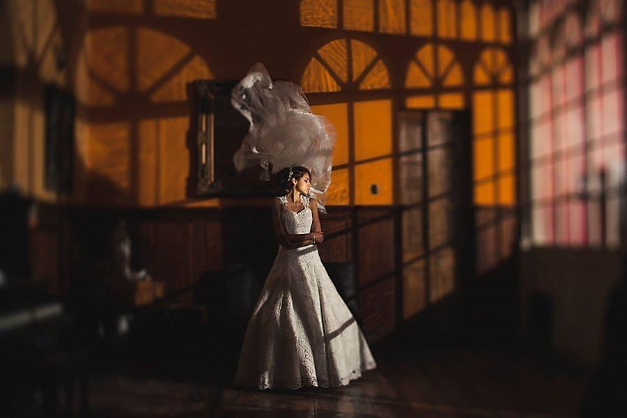"""Los vestidos de novia de la colección """"Garleth Novias"""" son el sueño de toda novia. Una nueva línea especial de vestidos de novia que le sorprenderá con sus nuevas ideas, su diseño fresco y sus hermosas líneas. La nueva colección tiene como objetivo resaltar la belleza impresionante de una mujer enamorada. Abalorios y adornos magníficos acentúan los diseños únicos y transparentes. Disfruta de siluetas, telas de vanguardia y texturas y patrones de encaje innovadores."""