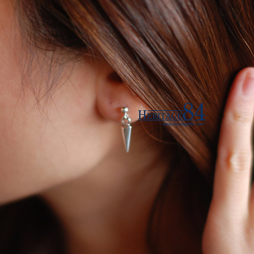 Dainty fashion earrings, stud earrings with butterfly closure