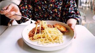 Como sua dieta pode influenciar a chegada da menopausa