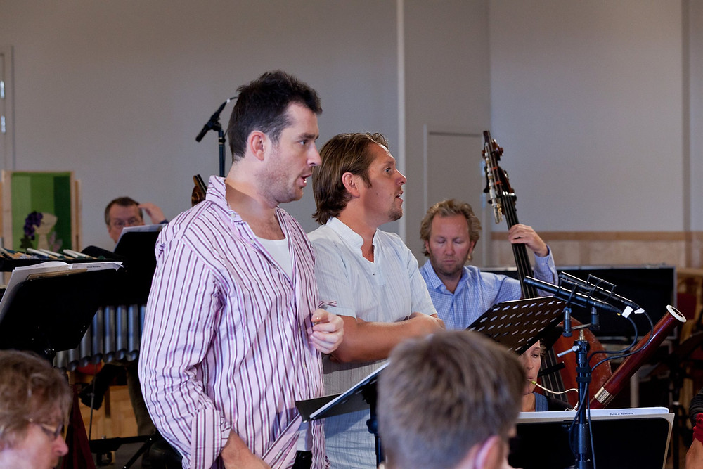 Fredrik sammen med Johannes Weisser under innspillingen av Ståle Kleibergs David & Batsheba i 2001. Foto: Morten Lindberg