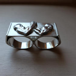 Champion 2 Finger Ring