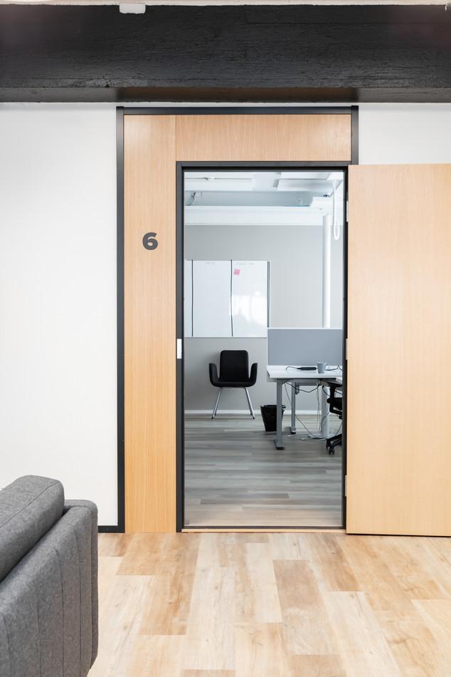 Toimiston sisustussuunnittelu - Tiimihuone