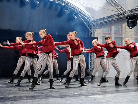 Dansstudio Indigo treedt op tijdens 'Roeselare Danst'..DANCESTUDIO INDIGO PERFORMS at &#