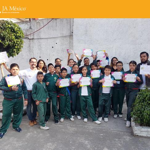 Graduación del programa Más Allá Del Dinero con HSBC.