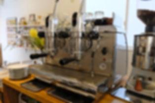 自家焙煎コーヒーロースター&カフェ レバー式エスプレッソマシン