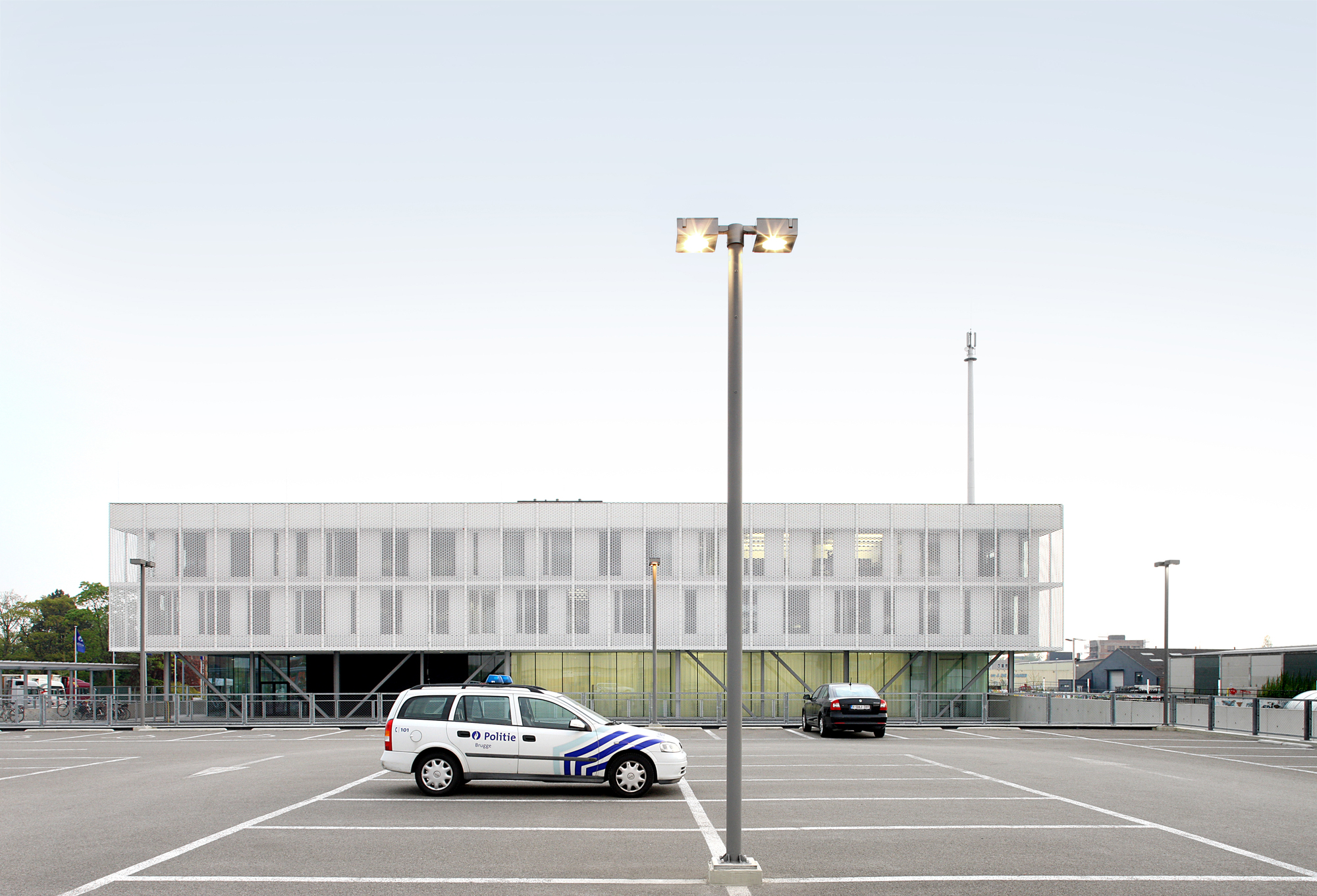 51abff1eb3fc4b70310000dc_politiecommissariaat-brugge-beel-achtergael-architecten