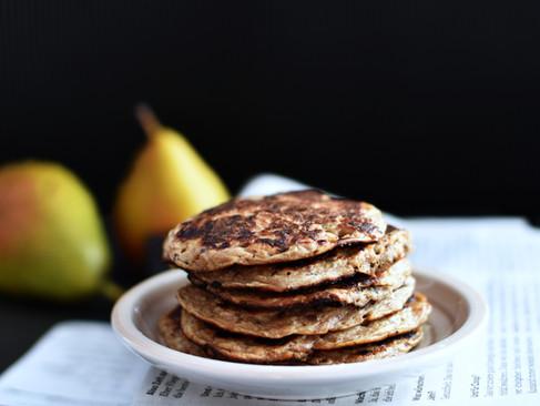 Griess-Pancakes mit Rosmarin-Birnen