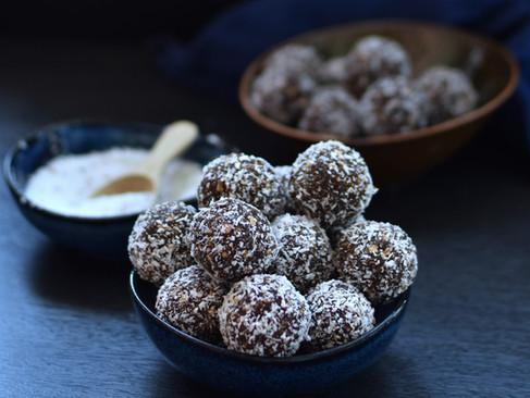 Kokosnuss-Kakao Dattelkugeln