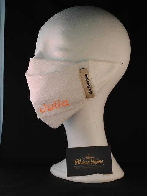personaliseerbaar mondkapje in witte broderie anglaise