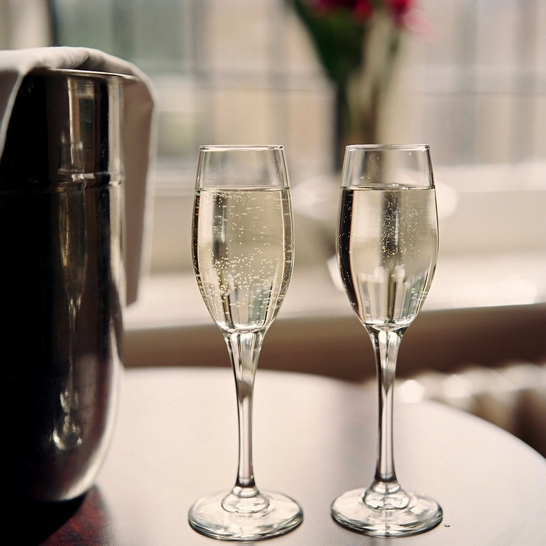 rsz_rhh_2_glasses_of_champagne_may06_pic