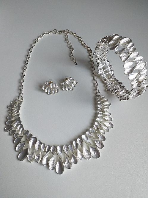 Figure 8 Necklace, Earrings Bracelet Set