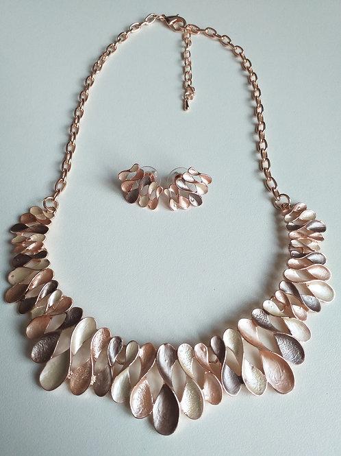 Figure 8 Gold Necklace & Earrings Set