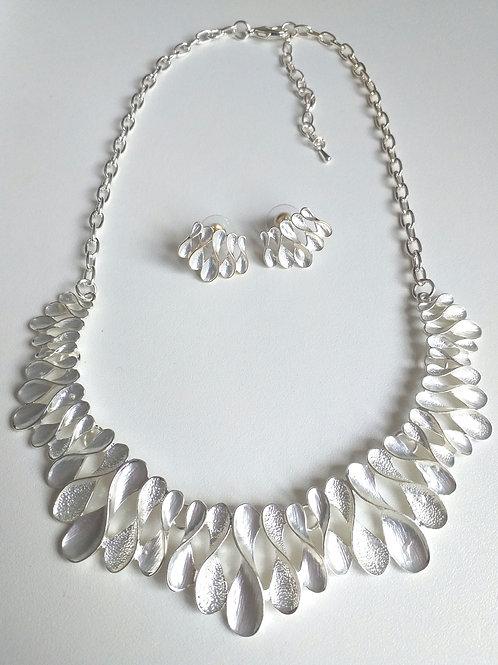 Figure 8 Silver Necklace & Earrings Set