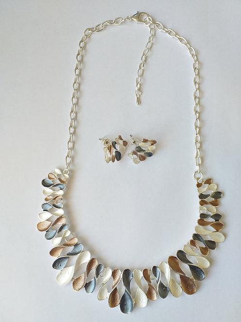 Shape 8 Necklace Set