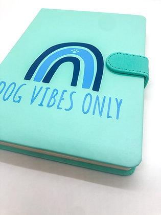 מחברת שורות עם סגירה מגנטית - Dog Vibes Only