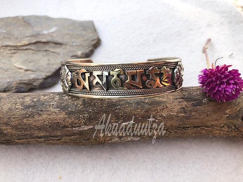 Om mani padme hum Tibetan Copper Bracelet / Buddhist Mantra Bangle