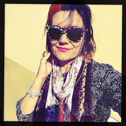 #pinkpigeon #mac #rosanakershphotography _maccosmetics _rosanakershphotography #yellow #blueglass #o