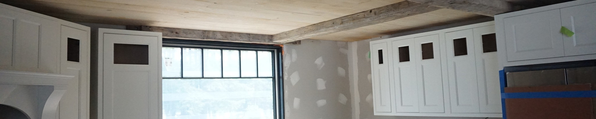 Reclaimed ceiling beams in new litchen