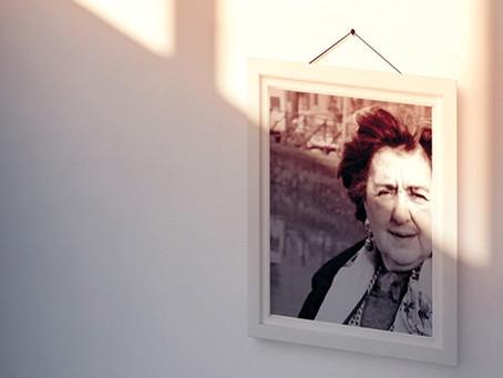 Alda Merini raccontata in un libro dalla figlia Emanuela
