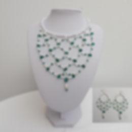 6parels en groen met oorbellen.jpg