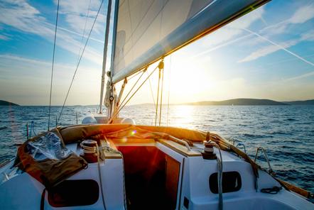 sailboat-horizon.png