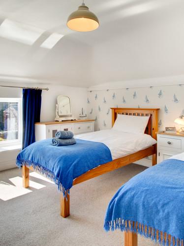 Farley Cottage - twin bedroom (1).jpg